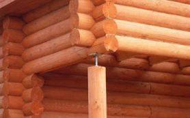 Подготовка бревен для сбора деревянного сруба. Типы рубленых домов